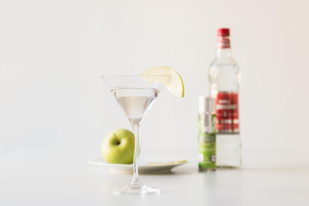 Appletini aus Vodka und JO Cocktail-Gleitgel