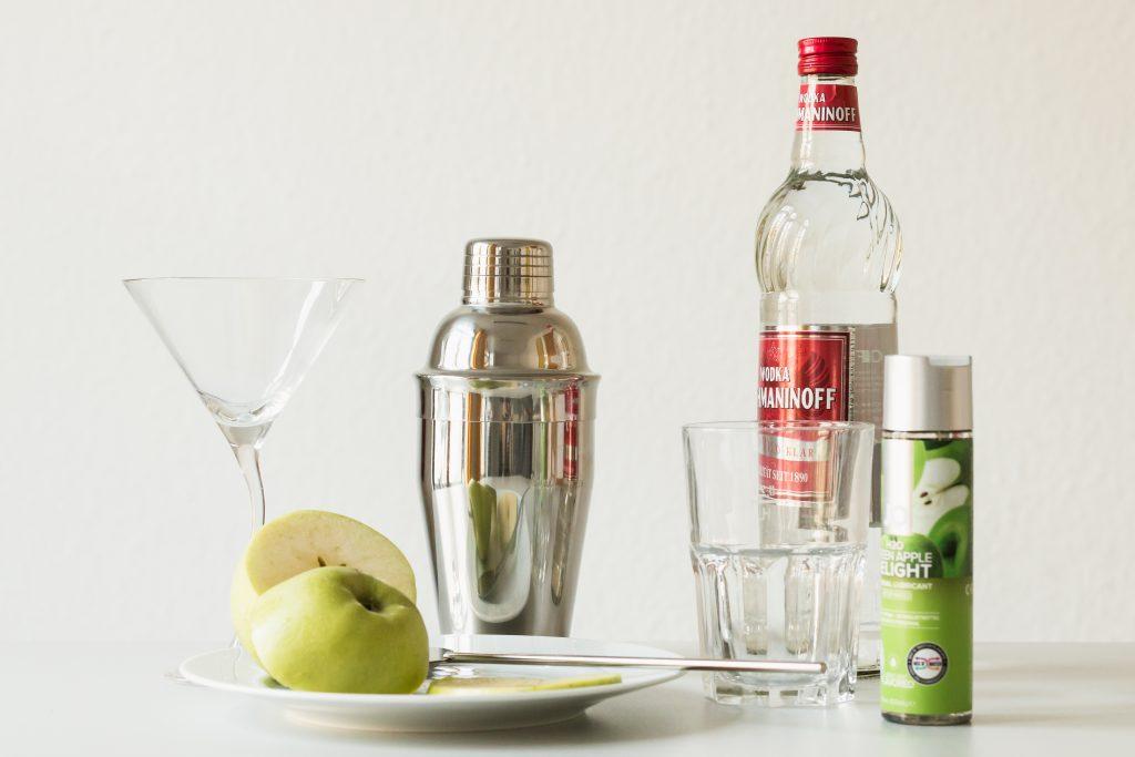 Zutaten für den Appletini mit JO Cocktail-Gleitgel.