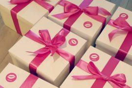 Die ohja!-Box - prallgefüllt mit Womanizer Pro, Lelo Hex Kondomen und JO Cocktail-Gleitgel