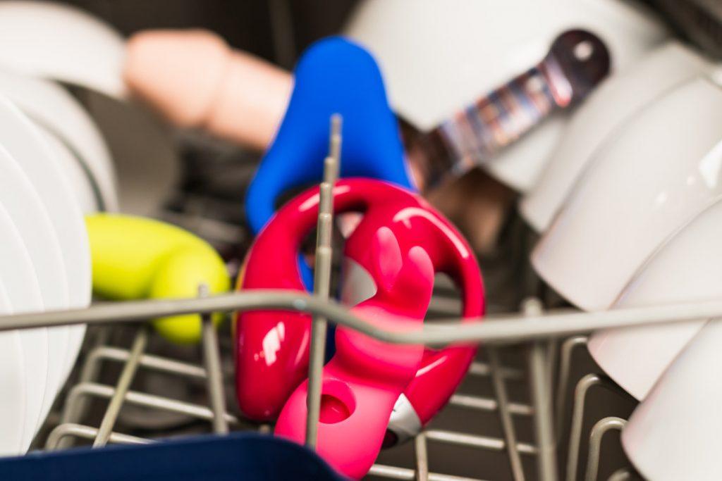 Sexspielzeug reinigen - Was darf in die Spülmaschine?