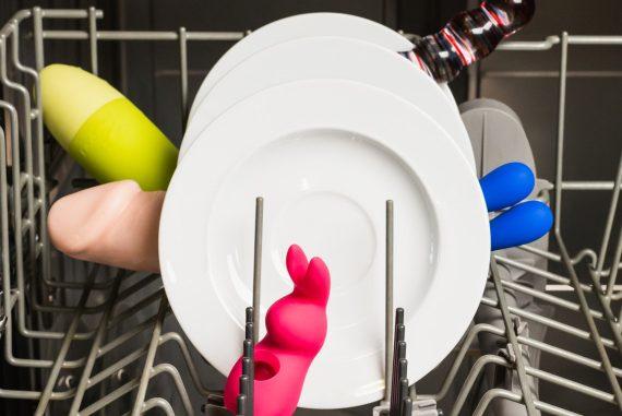 Sexspielzeug reinigen ist kein Kinderspiel.