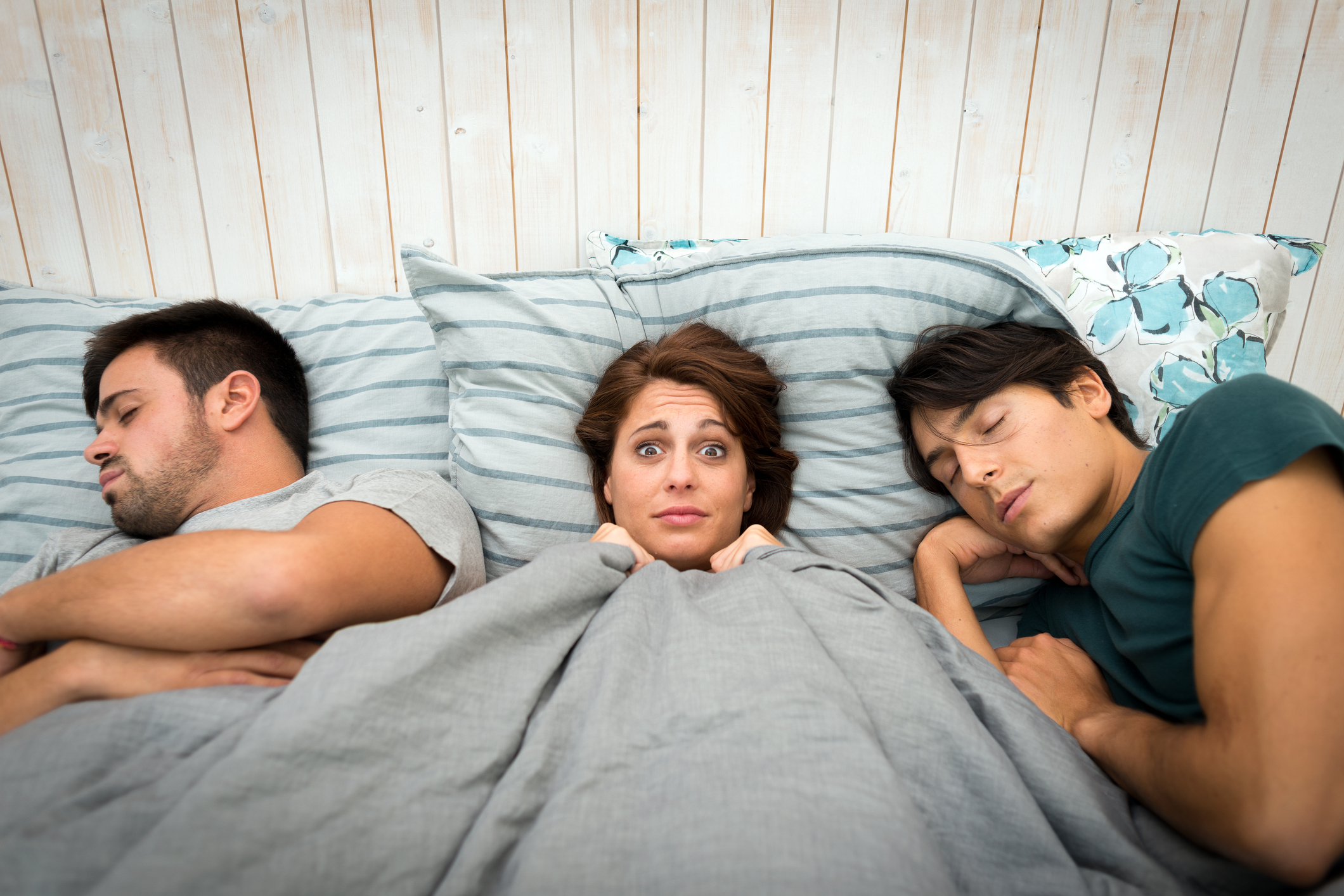 оказались в одной кровати смотреть овен предпочитает