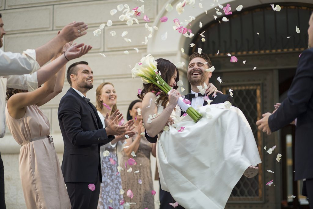 Die Hochzeitsnacht soll eigentlich unvergesslich werden