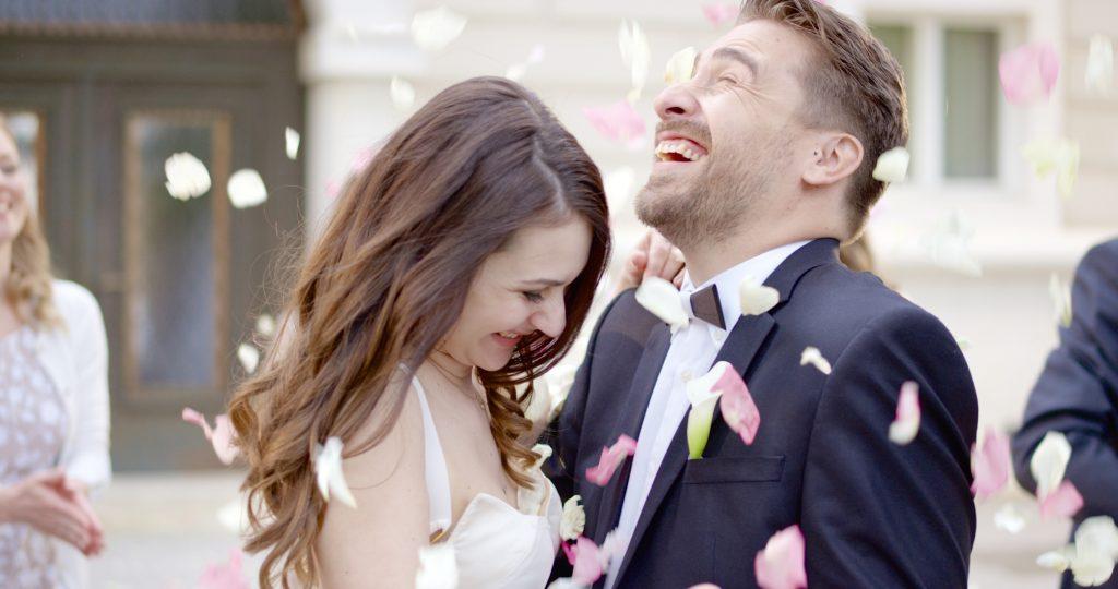 Eine Mütze Schlaf reicht in der Hochzeitsnacht aus, um glücklich zu sein!